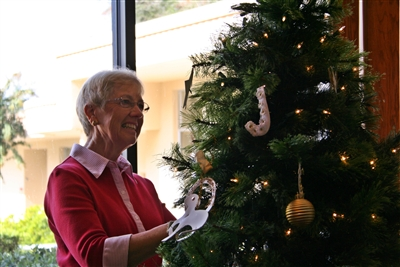 Nan Lee of First UMC Lakeland adds Chrismons to children's tree