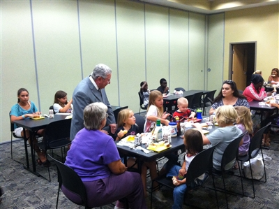 Florida Sen. Steve Wise talks with kids in a Jacksonville summer feeding program
