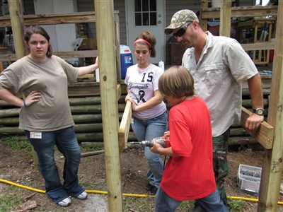 L-R, Shannon Boyd, Sophie Fennelly, Chase Kellar and David Maxwell, working with screwdriver