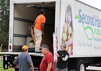 Volunteers at First UMC, Oviedo, unload Second Harvest truck