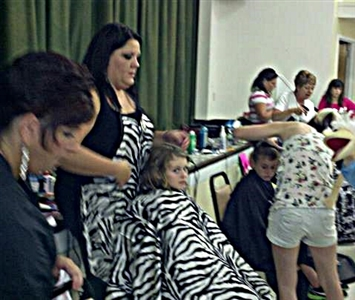 Hairdressers give free haircuts to children at First UMC, Spring Hill