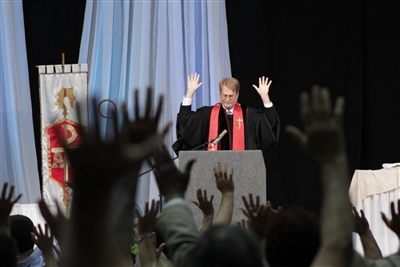 Bishop Carter leads communion at Annual Conference 2013