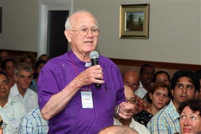 Retired Bishop Armando Rodriguez speaks to crowd in Cuba 2011